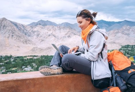 5 Ways of Earning While Travelling Around The World