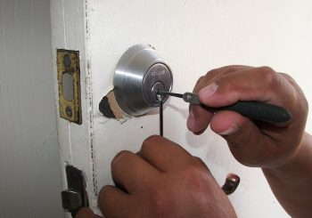 9 Reasons To Invest in Professional Locksmith Services